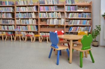 Oddělení pro děti - stolek a zvířatkové židle